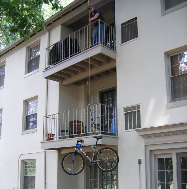 hoist swiveling_to_balcony